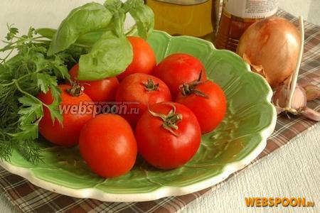 Подготовить основные продукты для приготовления соуса: помидоры, лук, укроп, базилик, чеснок, оливковое масло, паприка, сахар, соль.