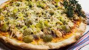 Фото рецепта Пицца с курицей, маринованной в соусе с пряными травами