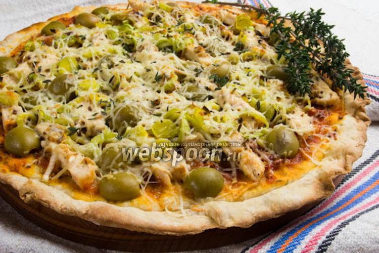 Фото Пицца с курицей, маринованной в соусе с пряными травами