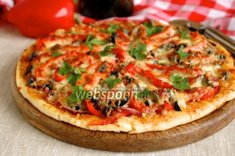Фото Пицца со сладким перцем и маринованным луком