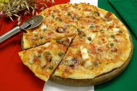 Пицца с коктейлем из морепродуктов