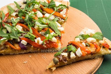 Пицца с жареным чесноком и сыром Фета