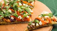 Фото рецепта Пицца с жареным чесноком и сыром Фета