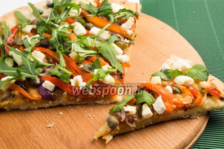 Фото Пицца с жареным чесноком и сыром Фета