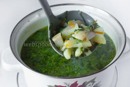 Подаём суп горячим, очень вкусно со сметаной!