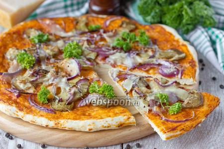 Пицца с белыми грибами, пармезаном и фиолетовым луком