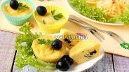 Фото рецепта Кексы с сыром и оливками в микроволновке
