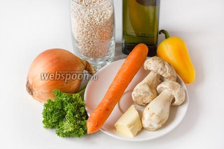 Для приготовления перловой каши с белыми грибами и овощами нам понадобится перловая крупа, свежие белые грибы, репчатый лук, сладкий перец, морковь, сливочное масло, соль, свежая петрушка, оливковое масло.