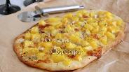 Фото рецепта Пицца с тыквой, моцареллой и горгонзолой