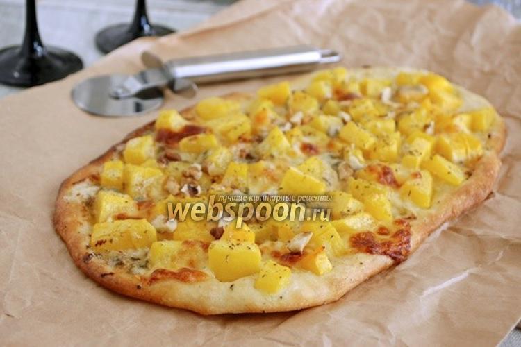 Фото Пицца с тыквой, моцареллой и горгонзолой
