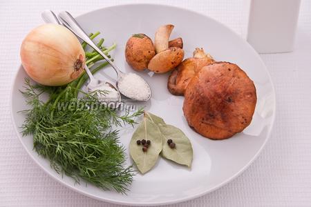 Основные ингредиенты: маслята, лук репчатый, перец чёрный и душистый, укроп, соль, сахар и лавровый лист.