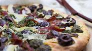 Фото рецепта Пицца с прошутто и соусом песто