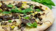 Фото рецепта Пицца с базиликом и лесными грибами