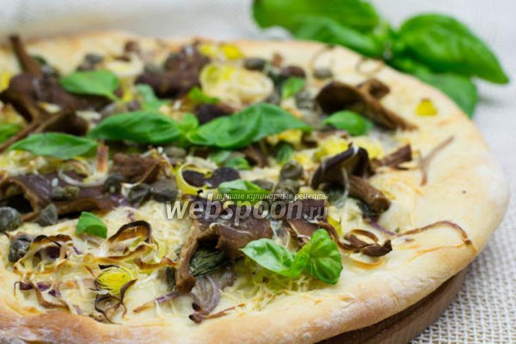 Фото Пицца с базиликом и лесными грибами