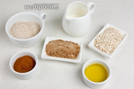 Для посыпки понадобится цельнозерновая мука, овсяные хлопья, корица, коричневый сахар, молоко, оливковое масло и соль.