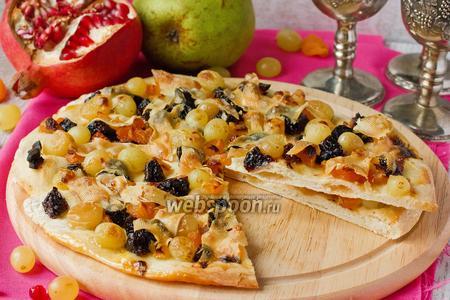 Сладкая пицца с пармезаном