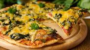 Фото рецепта Пицца с авокадо, шпинатом и сервелатом
