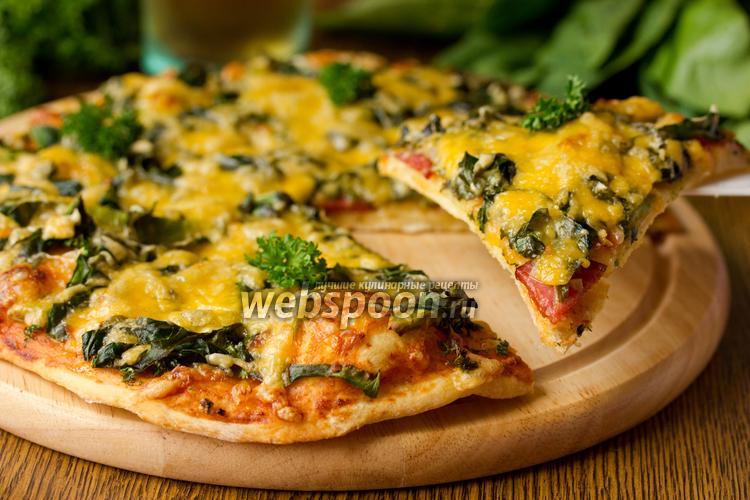 Фото Пицца с авокадо, шпинатом и сервелатом