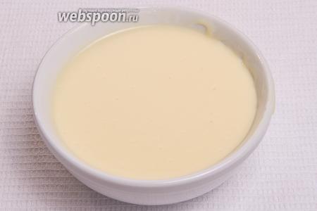 Затем масло со сгущёнкой тщательно перемешиваем до получения однородной массы.