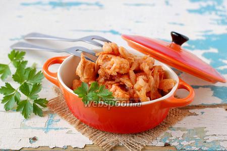 Капуста тушёная с курицей и фасолью
