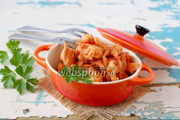 Фото Капуста тушёная с курицей и фасолью