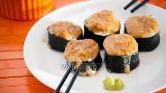 Фото рецепта Горячие роллы с лососем