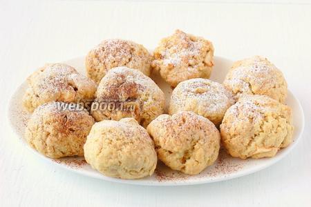 Готовое печенье посыпать сахарной пудрой с корицей.