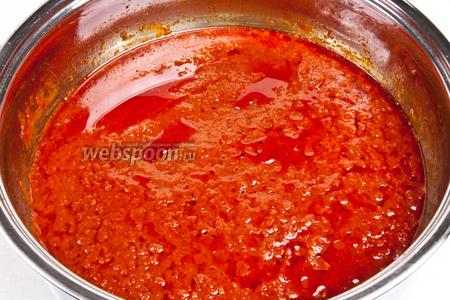Затем соус потушить ещё 5-10 минут на сковороде до тех пор, пока масса не примет желаемую консистенцию.