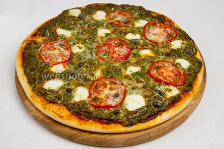 Достать пиццу, переложить на поднос и подавать немедленно!
