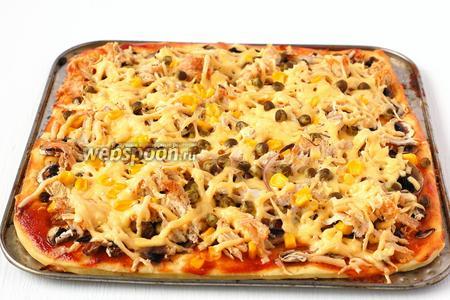 Запекать пиццу 15 минут при 200 ºC.