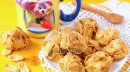Фото рецепта Сырные оладушки с кукурузными хлопьями
