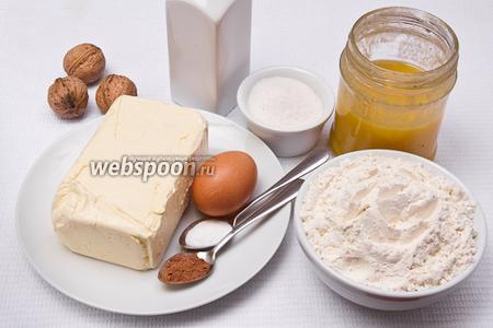 Основные ингредиенты: мука, сахар, яйца, масло, мёд, орехи, какао, сода и уксус.