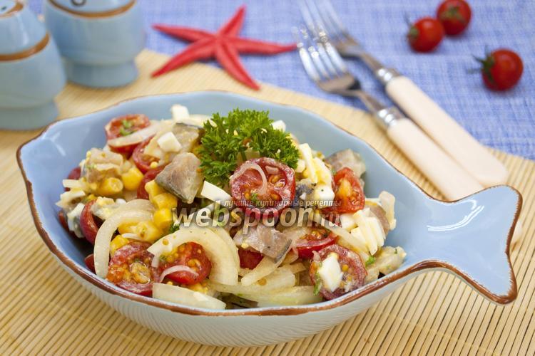 Фото Салат с копчёной скумбрией и кукурузой