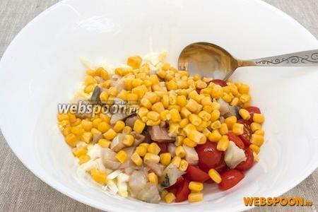 Выложить кукурузу.