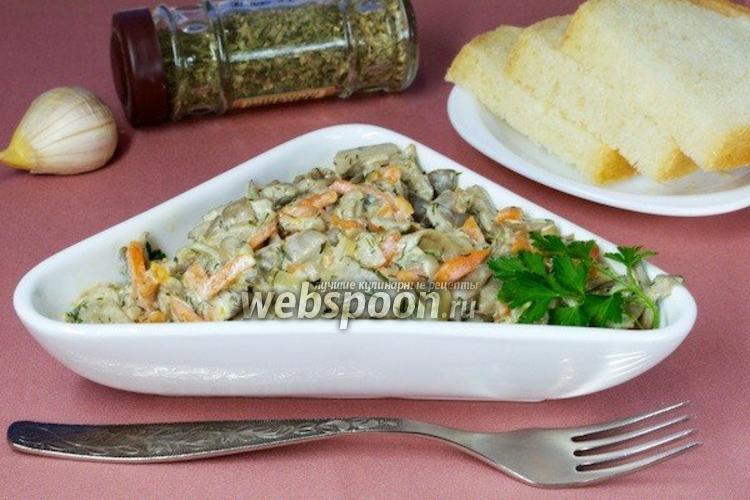 Фото Жареные вёшенки со сметаной и овощами