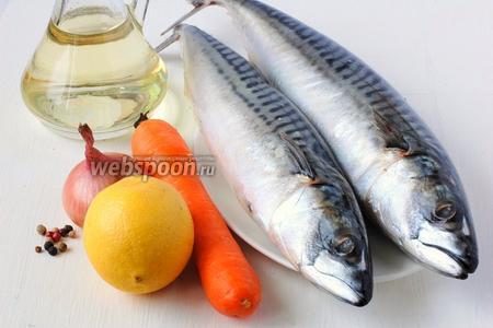 Для приготовления скумбрии, запечённой с морковью и луком, нам понадобится скумбрия свежемороженая, лимон, морковь, лук, подсолнечное масло, перец.