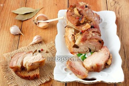 Свиной бочок с чесноком