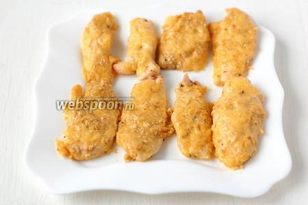Готовое филе подавать в качестве закуски с различными соусам.