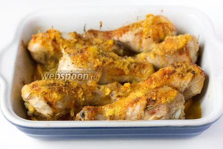 Подаём куриные голени, запечённые с мандаринами и имбирём, в горячем виде!