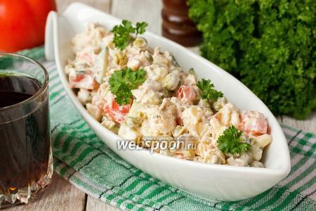 Салат «Боярский» с куриным мясом, овощами и орехами
