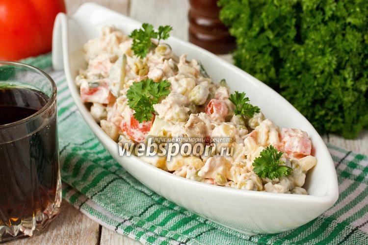 Фото Салат «Боярский» с куриным мясом, овощами и орехами