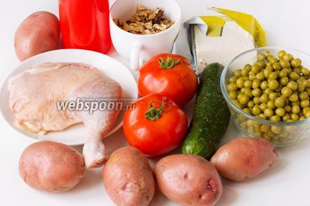 Для приготовления салата «Боярский» нам понадобится картофель (у меня мелкий), консервированный горошек, свежие огурец и помидоры, куриный окорочок (или куриное филе), очищенные грецкие орехи, замороженное сливочное масло, майонез, соль, чёрный молотый перец.