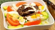 Фото рецепта Салат с куриной печенью и пекинской капустой
