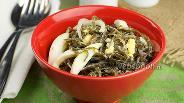 Фото рецепта Салат с морской капустой и яйцом