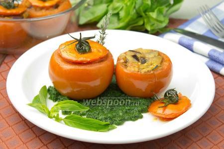 Запечённые помидоры с зелёным соусом