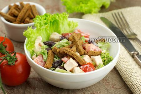 Салат из куриной грудки с сухариками