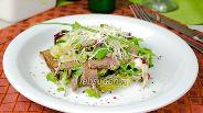 Фото рецепта Салат с говядиной и зеленью