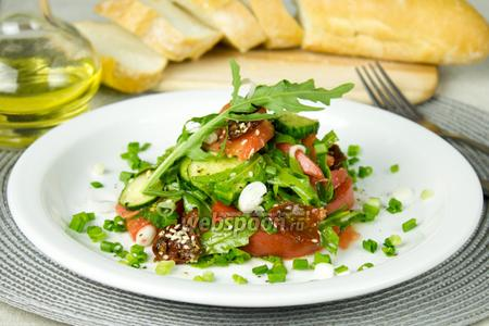 Салат из свежих овощей с вялеными томатами