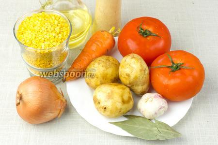 Для вкусного супа из чечевицы на кастрюлю объёмом в 3 литра возьмите: стакан чечевицы, 3 небольшие картофелины, 2 крупных помидора, среднюю морковь и луковицу, небольшую головку молодого чеснока, лавровый лист, перец.