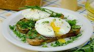 Фото рецепта Яйца-пашот с тостами